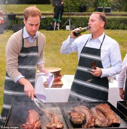#tbt to John Key OTP over a New Year's barbecue 2010. A friend of mine later gatecrashed with a bag of sausages.