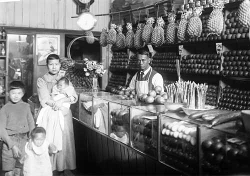 Chinese greengrocer. Image from Te Ara.