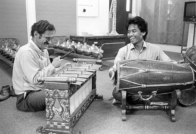 Jack Body and Joko Sutrisno, about 1988. Image from Te Ara.