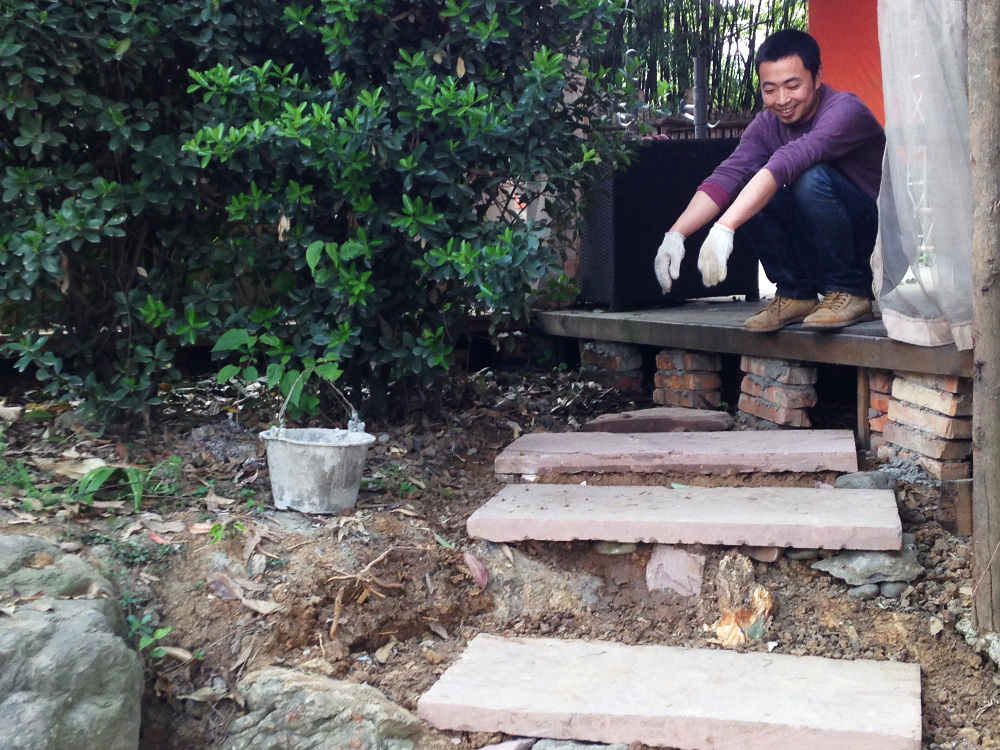 Xiaohu and the new steps he built to the main stage. Apr 2016.